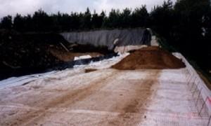 Bau einer Deponie mit Geotextilien